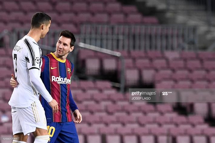 Messi im tiếng, bất lực nhìn Ronaldo hủy diệt Barcelona ngay tại Nou Camp - Ảnh 1.