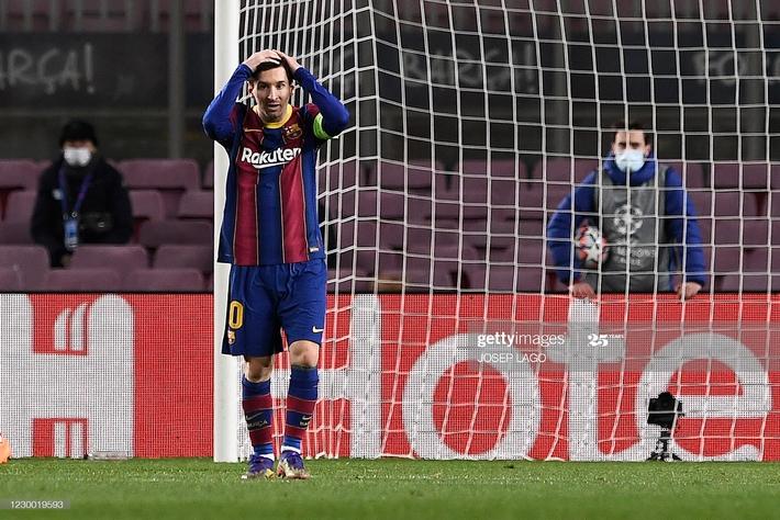 Messi im tiếng, bất lực nhìn Ronaldo hủy diệt Barcelona ngay tại Nou Camp - Ảnh 2.