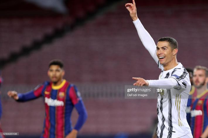 Messi im tiếng, bất lực nhìn Ronaldo hủy diệt Barcelona ngay tại Nou Camp - Ảnh 3.