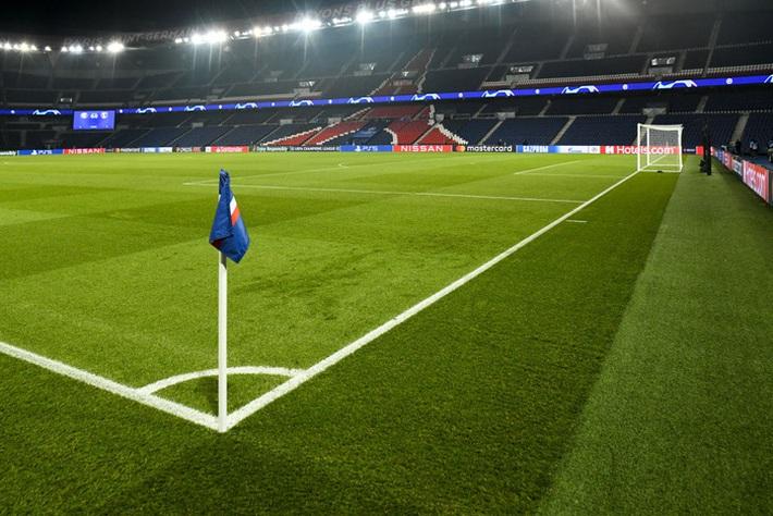 Biến căng Champions League: Cả đội Istanbul cáo buộc trợ lý trọng tài phân biệt chủng tộc, dắt nhau rời sân bỏ dở trận đấu với PSG - Ảnh 8.