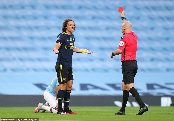 Premier League trở lại, David Luiz lập tức gây sốc với cú đúp tan cửa nát nhà - Ảnh 2.