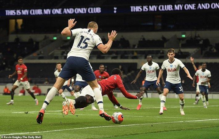 Đập tan tin đồn xấu, Pogba hợp sức cùng Bruno giải cứu Man United khỏi đòn quỷ của Mourinho - Ảnh 2.