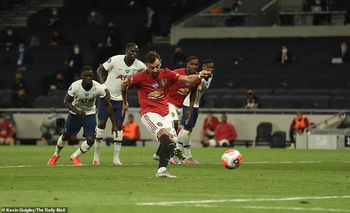 Đập tan tin đồn xấu, Pogba hợp sức cùng Bruno giải cứu Man United khỏi đòn quỷ của Mourinho - Ảnh 3.