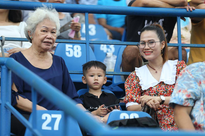 KẾT THÚC Bình Dương 0-2 Hà Nội; Đà Nẵng 3-1 HAGL: SVĐ Gò Đậu liên tục xảy ra xô xát - Ảnh 8.