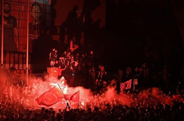 Truyền thông thế giới chúc mừng Liverpool vô địch Ngoại hạng Anh sau 30 năm nhưng vẫn bày tỏ sự nuối tiếc và lo ngại - Ảnh 3.