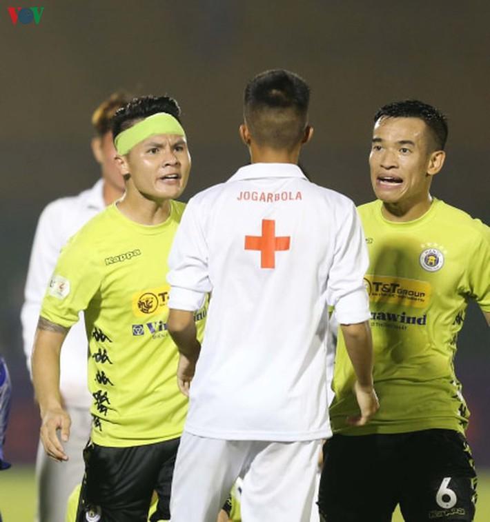 Chấn thương nửa đội hình, bệnh viện thu nhỏ Hà Nội FC câu giờ làm gì? - Ảnh 5.