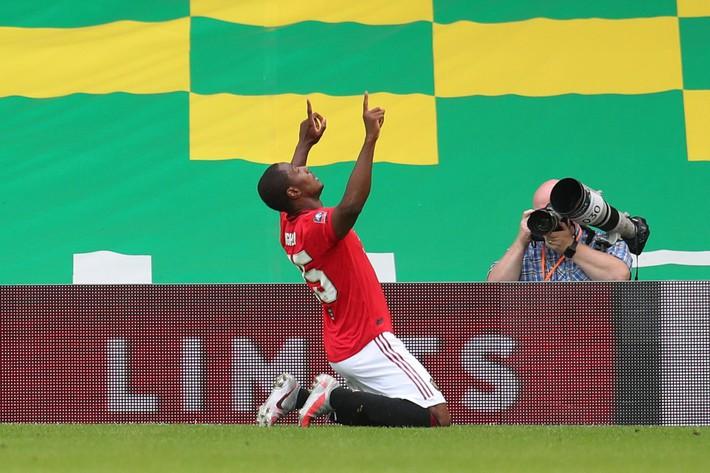 Hậu vệ đắt nhất thế giới lập chiến công, Man United nghẹt thở giành vé vào bán kết - Ảnh 2.
