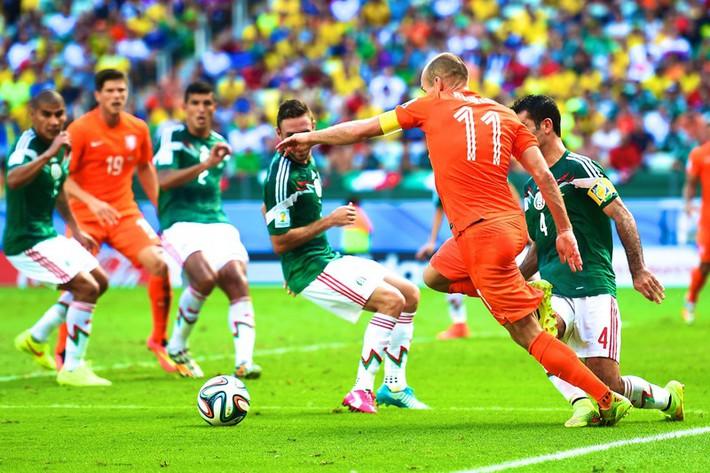 Ngày này năm xưa: Robben ăn vạ đưa Hà Lan vào tứ kết World Cup 2014 - Ảnh 1.