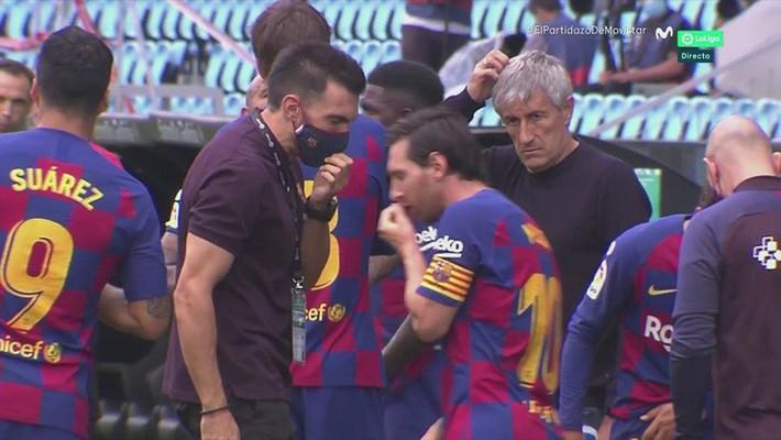 Phòng thay đồ Barcelona loạn: Messi phớt lờ chỉ đạo từ HLV, bất mãn ra mặt với đối tác bom tấn - Ảnh 2.