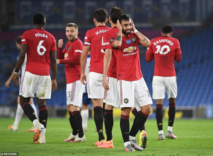 Bruno Fernandes giúp Man United đại thắng; Messi còng lưng không gánh nổi Barcelona - Ảnh 1.