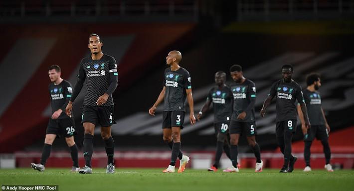 Cặp đôi vàng khiến Liverpool thua sốc Arsenal; Wolves giương cờ trắng trước Man United - Ảnh 1.