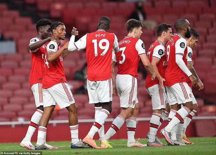 Cặp đôi vàng khiến Liverpool thua sốc Arsenal; Wolves giương cờ trắng trước Man United - Ảnh 3.