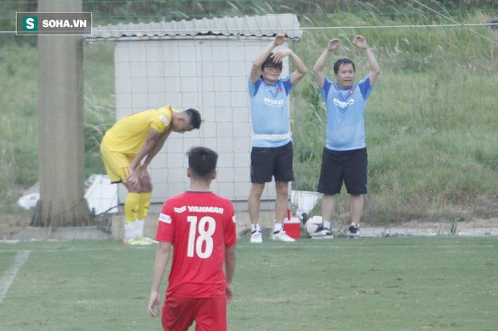 Thầy Park bật cười chua chát trước thảm cảnh U22 Việt Nam đuối sức, đá không nổi 90 phút - Ảnh 9.