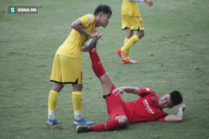 Thầy Park bật cười chua chát trước thảm cảnh U22 Việt Nam đuối sức, đá không nổi 90 phút - Ảnh 2.