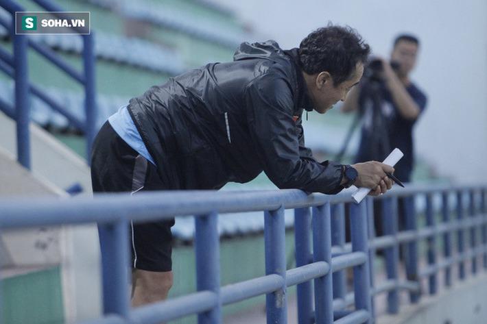 Thầy Park bật cười chua chát trước thảm cảnh U22 Việt Nam đuối sức, đá không nổi 90 phút - Ảnh 12.