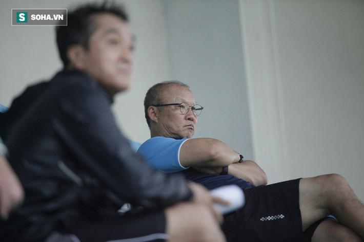 Thầy Park bật cười chua chát trước thảm cảnh U22 Việt Nam đuối sức, đá không nổi 90 phút - Ảnh 1.