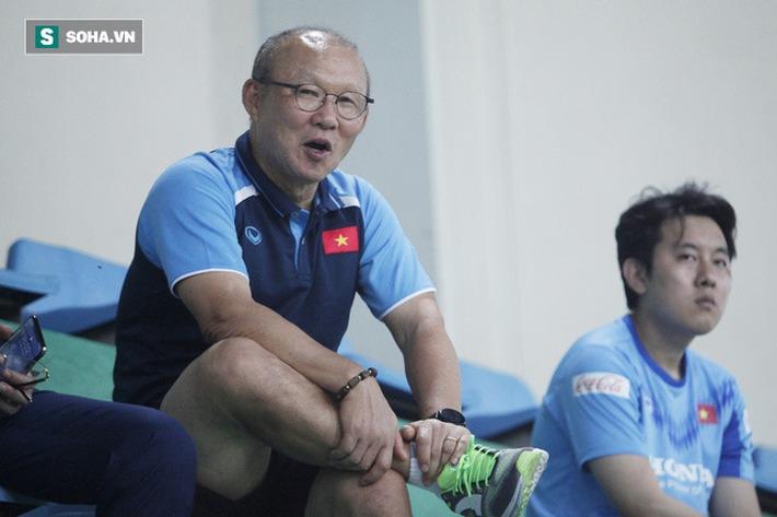 Thầy Park bật cười chua chát trước thảm cảnh U22 Việt Nam đuối sức, đá không nổi 90 phút - Ảnh 8.