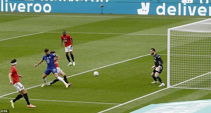 Thua tan nát trước Chelsea, Man United vẫn có niềm vui nhờ món quà quý hơn vàng của Mourinho - Ảnh 1.