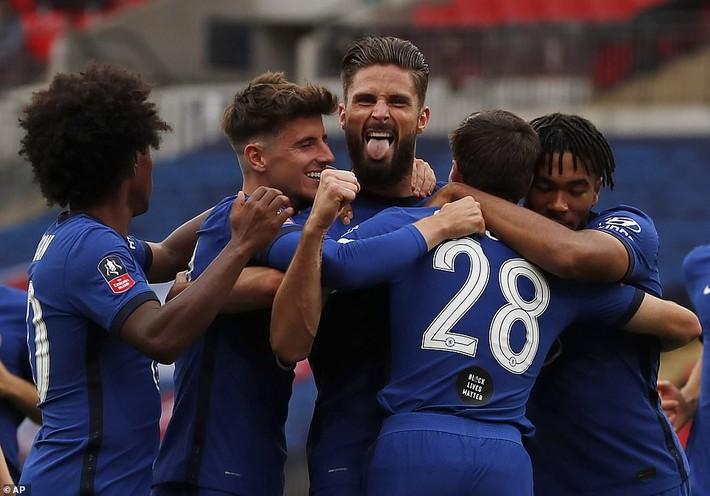 Thua tan nát trước Chelsea, Man United vẫn có niềm vui nhờ món quà quý hơn vàng của Mourinho - Ảnh 2.