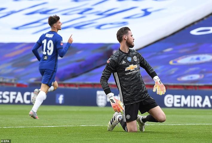 Thua tan nát trước Chelsea, Man United vẫn có niềm vui nhờ món quà quý hơn vàng của Mourinho - Ảnh 3.