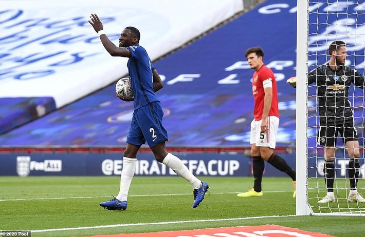 Thua tan nát trước Chelsea, Man United vẫn có niềm vui nhờ món quà quý hơn vàng của Mourinho - Ảnh 5.