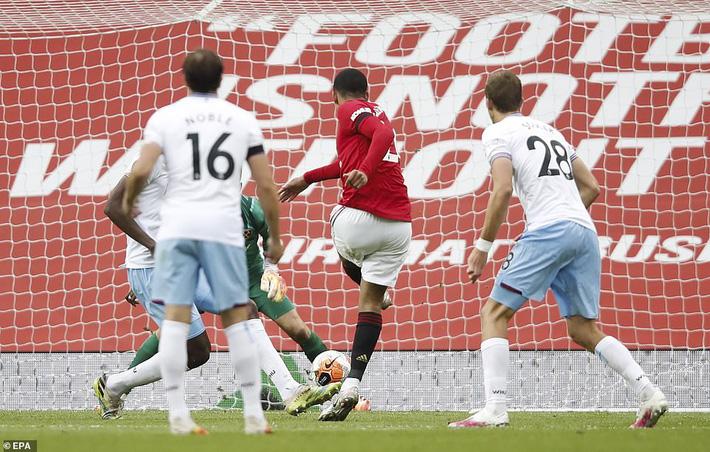 Man United mất điểm vẫn lọt vào top 4; Liverpool vùi dập Chelsea trong ngày trọng đại - Ảnh 3.