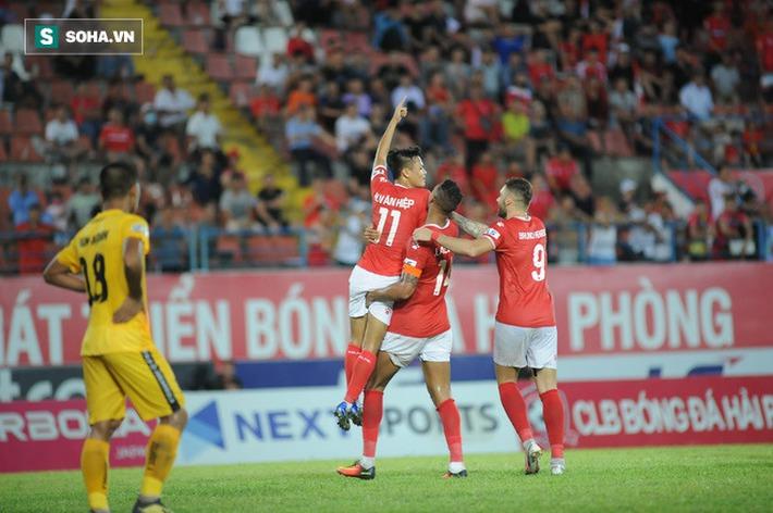 Trung vệ U23 VN lập siêu phẩm, đội bét bảng suýt tạo ra cú sốc trước đội dẫn đầu V.League - Ảnh 4.