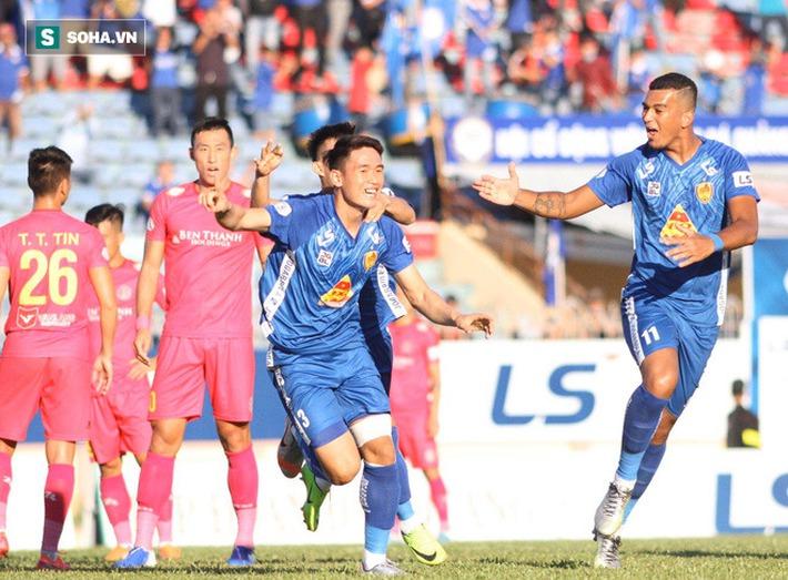 Trung vệ U23 VN lập siêu phẩm, đội bét bảng suýt tạo ra cú sốc trước đội dẫn đầu V.League - Ảnh 1.