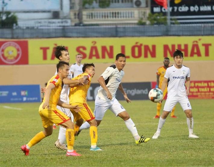 Cầu thủ giàu nhất Việt Nam nói gì trong màn ra mắt HAGL? - Ảnh 1.