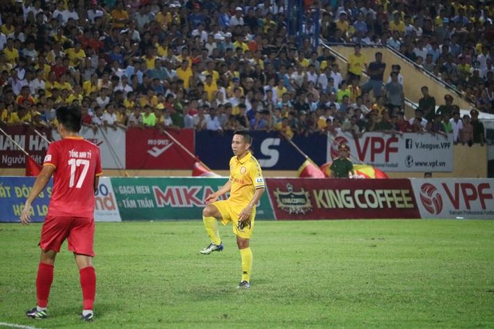 Cầu thủ thấp nhất V.League: Tôi vào sân chiến đấu không ngán gì - Ảnh 4.