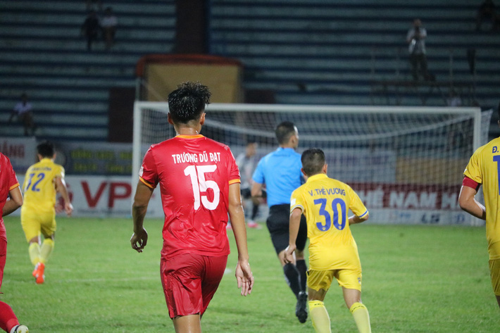 Cầu thủ thấp nhất V.League: Tôi vào sân chiến đấu không ngán gì - Ảnh 5.