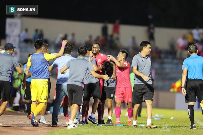 Trung vệ U23 VN lập siêu phẩm, đội bét bảng suýt tạo ra cú sốc trước đội dẫn đầu V.League - Ảnh 2.