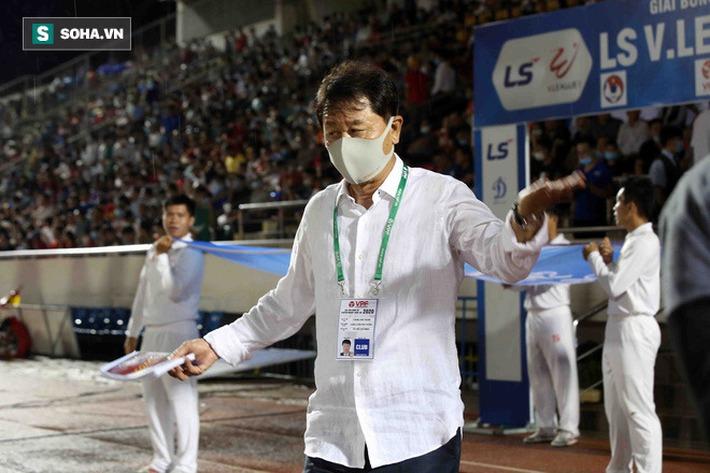 Đằng sau cuộc chia tay của HLV Chung Hae-seong, cú đâm sau lưng thuộc về ai? - Ảnh 2.