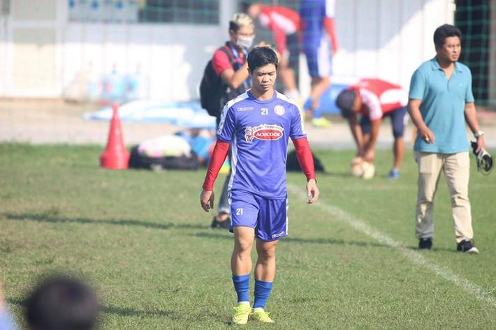 Thủ môn Bùi Tiến Dũng cáo bệnh trong ngày CLB TP HCM ra mắt tân trợ lý Nguyễn Minh Phương - Ảnh 2.