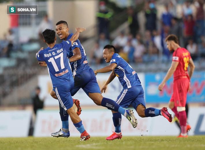Bóng đá Việt Nam sống bằng nhà tài trợ, giờ hủy V.League thì vừa mất tiền vừa mất uy tín - Ảnh 1.