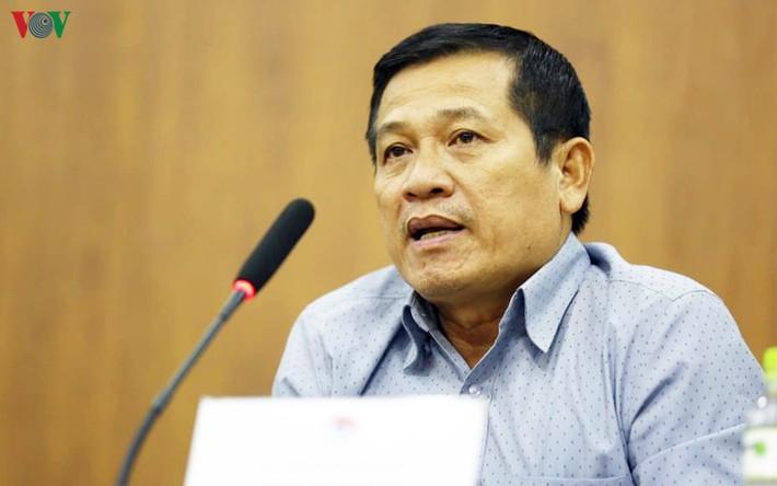 GĐKT Văn Sỹ phản pháo Trưởng ban trọng tài Dương Văn Hiền - Ảnh 1.