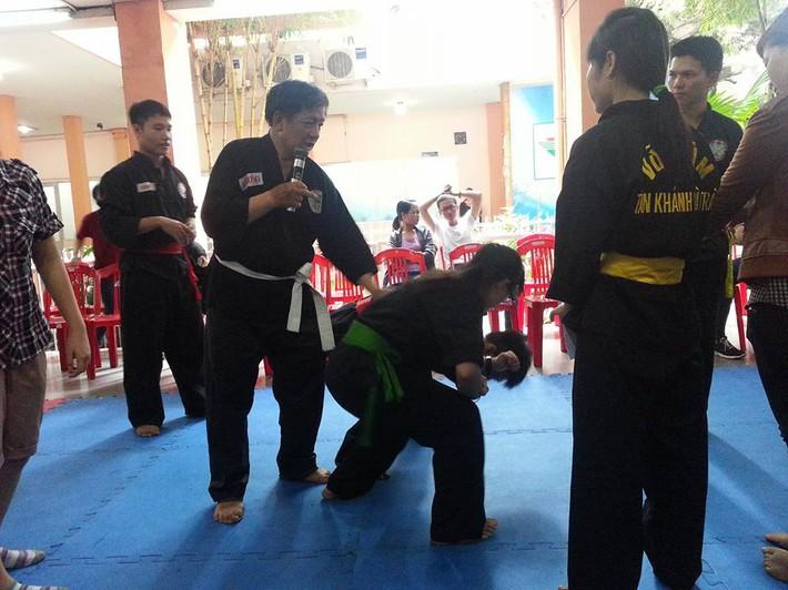 Vén màn võ sư Việt chuyên trấn áp côn đồ, một mình hạ 10 tên cướp ở Sài Gòn - Ảnh 2.