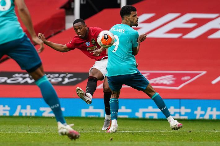Tái hiện chiến tích của Ronaldo-Tevez, Man United đại thắng 5 sao, thẳng tiến vào top 4 - Ảnh 2.