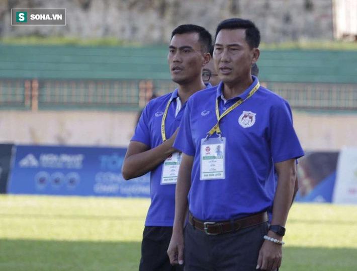 Vụ HLV Việt bóp cổ cầu thủ: Cú đá ấy là hành vi phi thể thao, sẽ bị xử lý nội bộ - Ảnh 2.