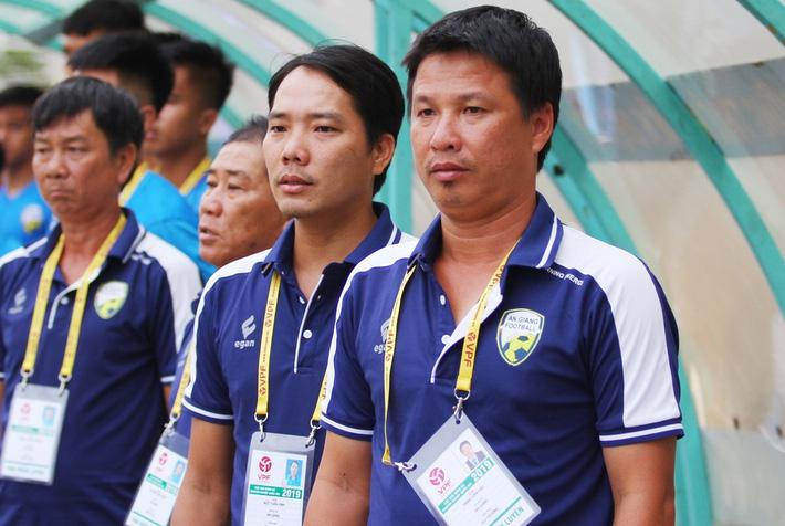 Vụ HLV Việt bóp cổ cầu thủ: Cú đá ấy là hành vi phi thể thao, sẽ bị xử lý nội bộ - Ảnh 1.