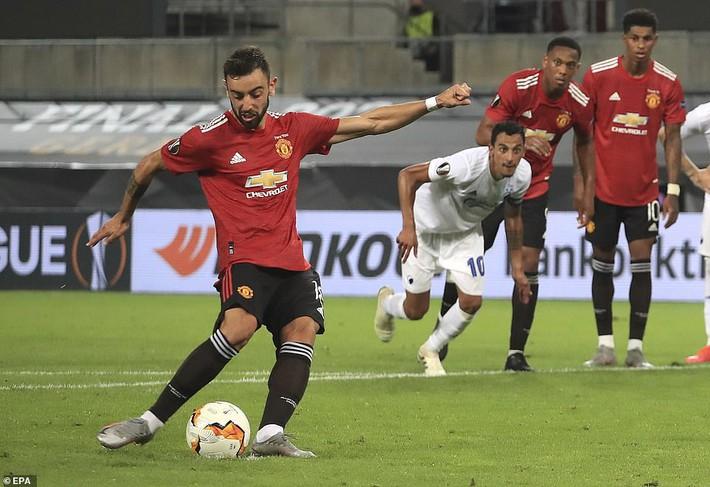 Thánh sút penalty lên tiếng, Man United nghẹt thở vượt qua đối thủ vô danh - Ảnh 3.