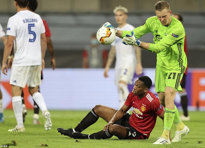 Thánh sút penalty lên tiếng, Man United nghẹt thở vượt qua đối thủ vô danh - Ảnh 2.