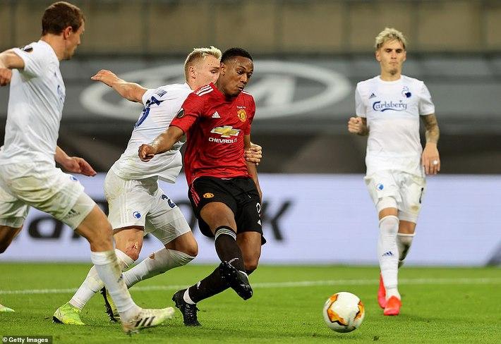Thánh sút penalty lên tiếng, Man United nghẹt thở vượt qua đối thủ vô danh - Ảnh 1.