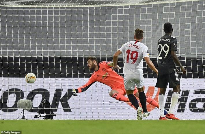Bruno Fernandes nổi điên với đồng đội, Man United thất bại oan nghiệt trước Sevilla - Ảnh 3.