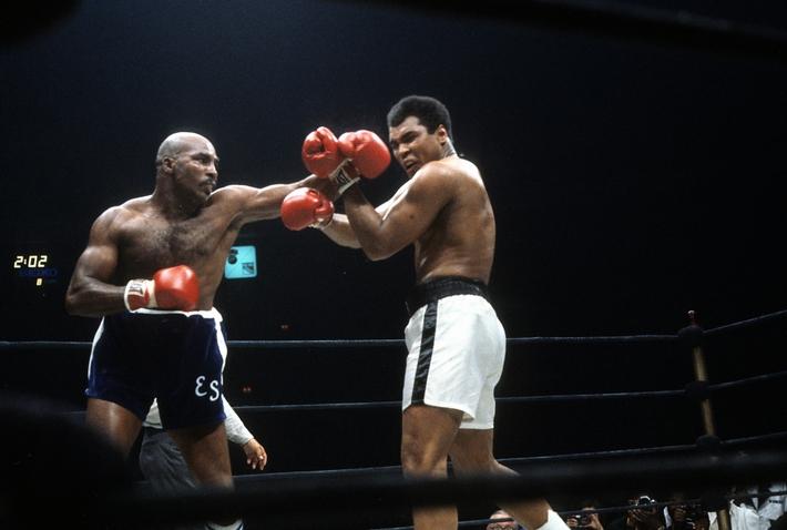 Quái thú không ngai & cú đấm khiến huyền thoại Muhammad Ali như bị bay về châu Phi - Ảnh 2.
