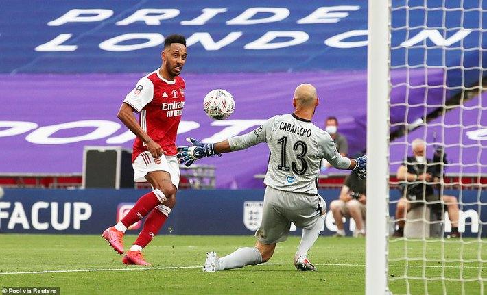 Đánh bại Chelsea, Arsenal lên ngôi vô địch trong ngày trọng tài dính scandal không kém V.League - Ảnh 3.
