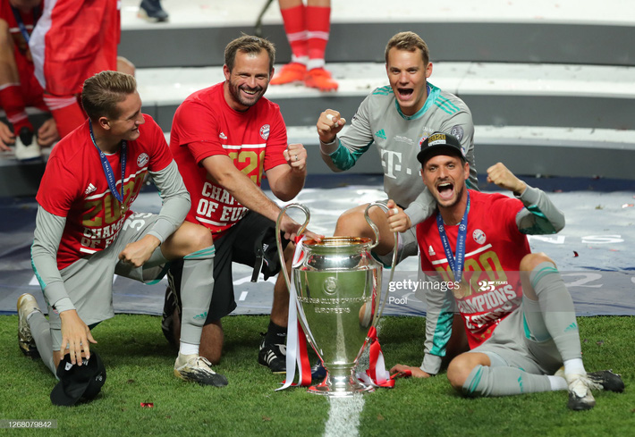 Màn ăn mừng dở khóc dở cười nhưng độc nhất vô nhị của Bayern Munich - Ảnh 7.
