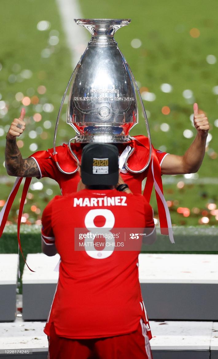 Màn ăn mừng dở khóc dở cười nhưng độc nhất vô nhị của Bayern Munich - Ảnh 9.