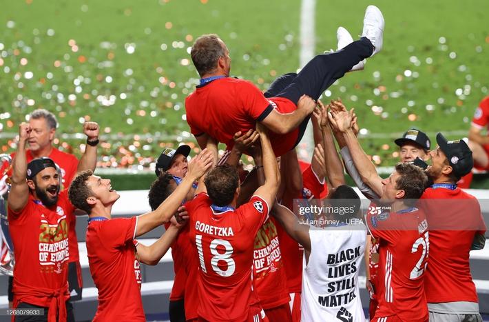 Màn ăn mừng dở khóc dở cười nhưng độc nhất vô nhị của Bayern Munich - Ảnh 6.