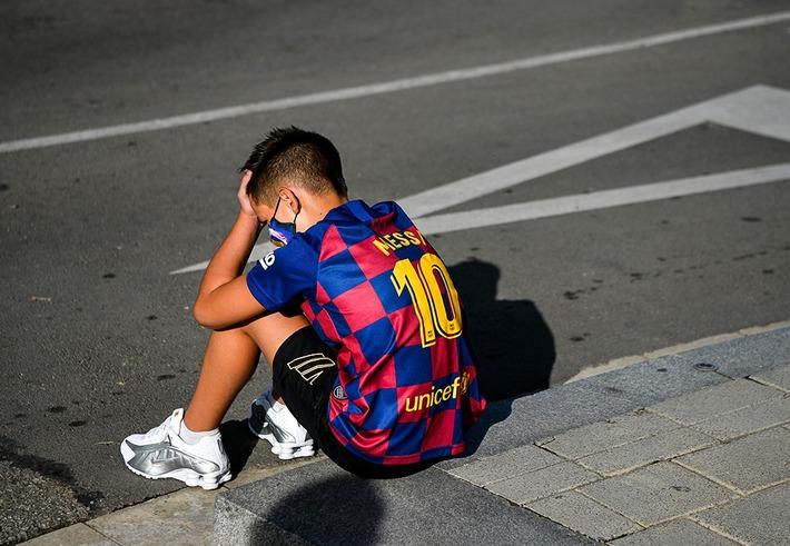 Messi chính thức có động thái đoạn tuyệt với Barca; Tổng thống Argentina bất ngờ lên tiếng - Ảnh 2.